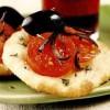 Mini-pizze cu două feluri de brânză
