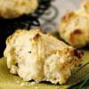 Plăcinţele cu verdeaţă si brânză Cheddar