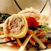 Rulouri din clătite cu pate şi salată de hribi