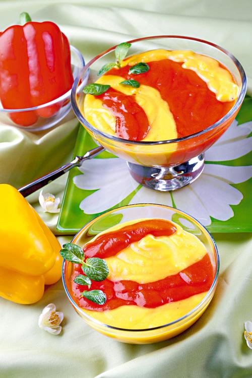 Supă de ardei bicoloră cu mentă