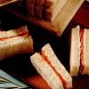 Pâine umplută cu somon şi brânză