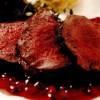 Cotlet de căprioară în sos de coacăze roşii