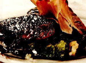 File de ton caramelizat, cu vinete şi broccoli
