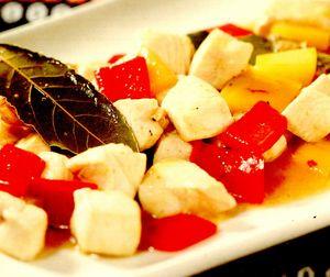 Pui indian cu ardei, dafin şi curry