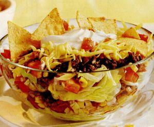Salată cu ardei şi tortilla chips