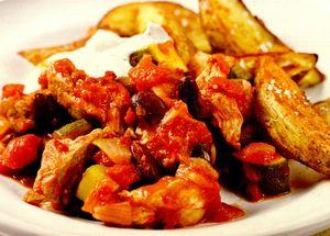 Cartofi wedges cu chilii şi carne de porc