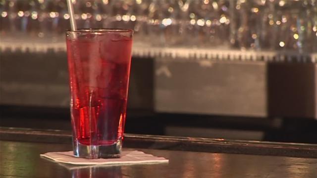 Cum se prepara Cocktail Shirly Temple (video)