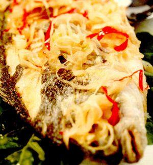 Peşte prăjit cu sos de ardei iute