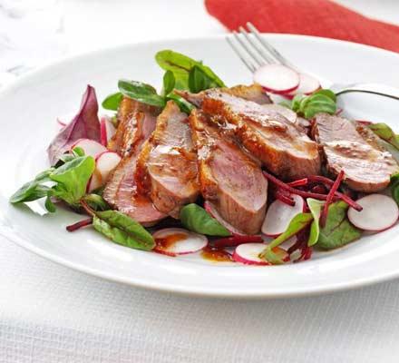 Salată cu carne de raţă şi sirop de arţar