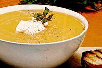 Supa-crema de dovleac cu smantana si nucsoara