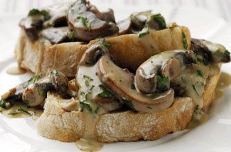 Ciuperci cu usturoi pe paine prajita