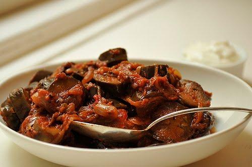 Pasta de curry cu roşii şi vinete