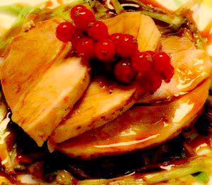 Porc la tavă cu praz şi sos de coacăze