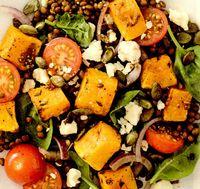Salată caldă de dovleac copt şi linte