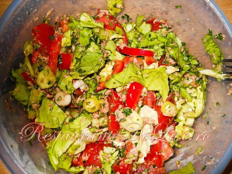 Reteta zilei: Salata de cruditati cu ton