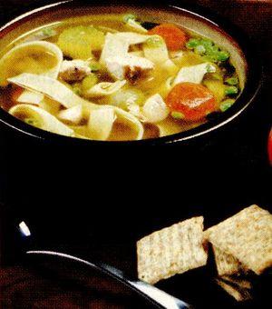 Supa de pui cu taietei de casa