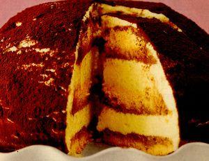 Deserturi delicioase: Tort Tiramisu