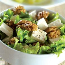 Salata cu telemea si nuci