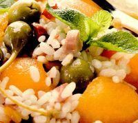 Salata in castron de pepene