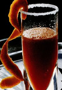 Coktail de sampanie cu suc de portocale rosii
