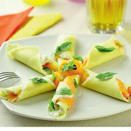 Cornete cu brânză şi somon afumat