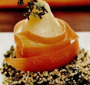 Pere decojite cu quinoa si hasmaţuchi