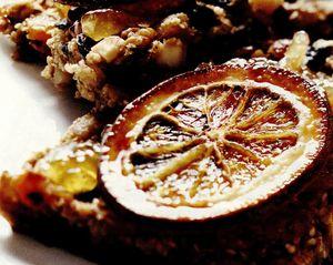 Prăjitură de casă din musli, cu dulceaţă de portocale