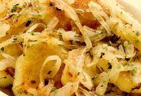 Salată caldă de cartofi