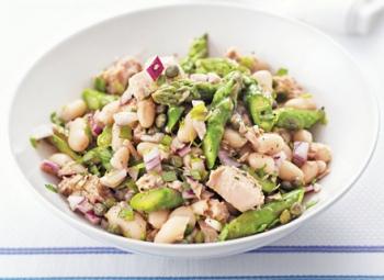 Salată de ton, sparanghel şi fasole albă