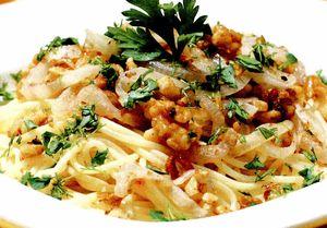 Spaghete cu nuci si usturoi