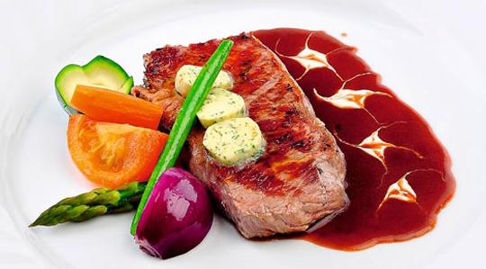 Steak de mânzat la gratar cu sos
