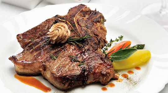 T-bone steak la gratar