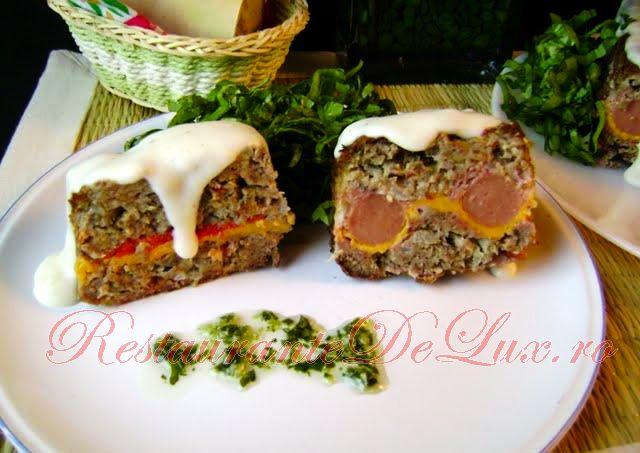 Reteta zilei: Carne umpluta cu ardei copt si carnati