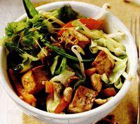 Legume la wok cu tofu afumat