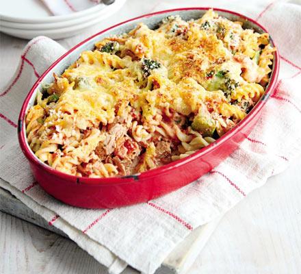 Paste cu ton şi broccoli la cuptor