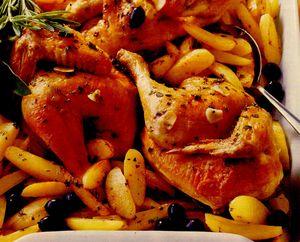 Pui la cuptor cu măsline şi cartofi