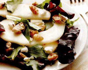 Salata cu pere şi nuci