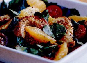 Salată picantă cu curcan, portocale şi năsturel