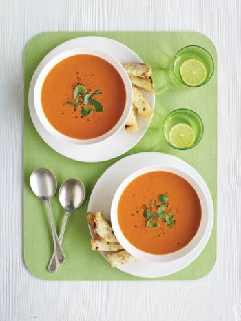 Supă de roşii cu crutoane si brânză