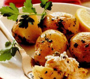 Cartofi noi cu pătrunjel si sos de ton
