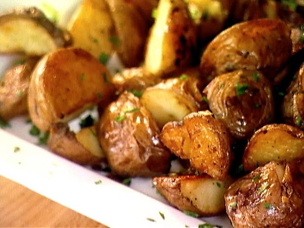 Cartofi, păstarnac şi usturoi la cuptor