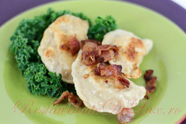 Reteta zilei: Coltunasi cu cartofi si zazharka