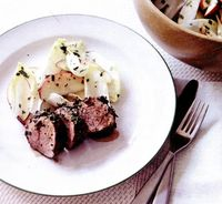 Porc cu ierburi aromate şi salată de mere