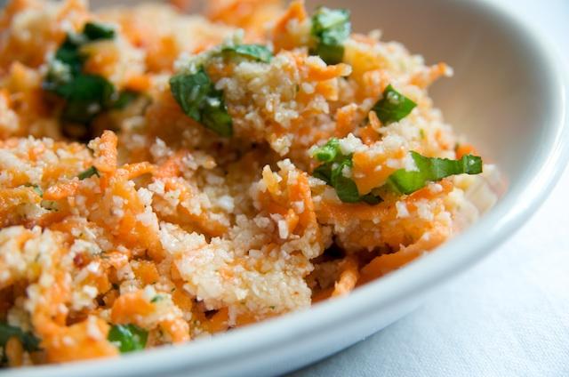Salată de morcovi şi conopidă crocantă