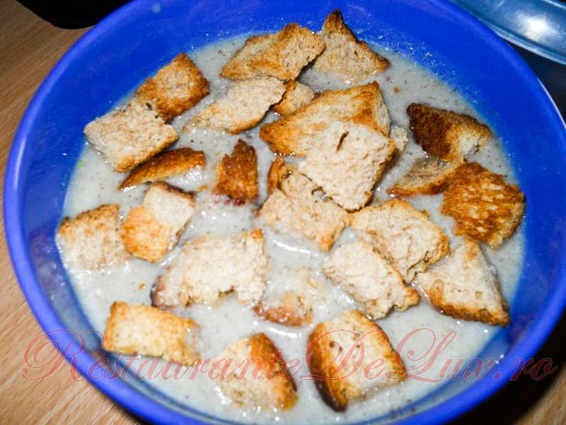 Reteta zilei: Supa crema de ciuperci cu legume si pui