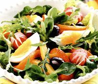 Salata cu spanac, oua si masline