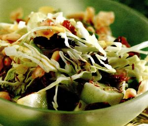 Salată cu varza si mere verzi