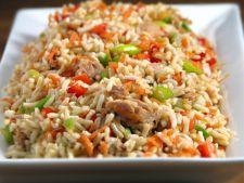 Retete de post: Salata de orez, legume si condimente
