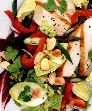 Salată de pui cu sos de portocale