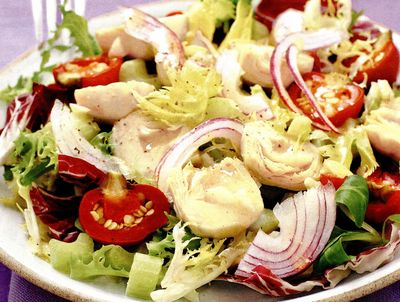 Salata frantuzeasca cu anghinare, ardei grasi si dressing de mustar